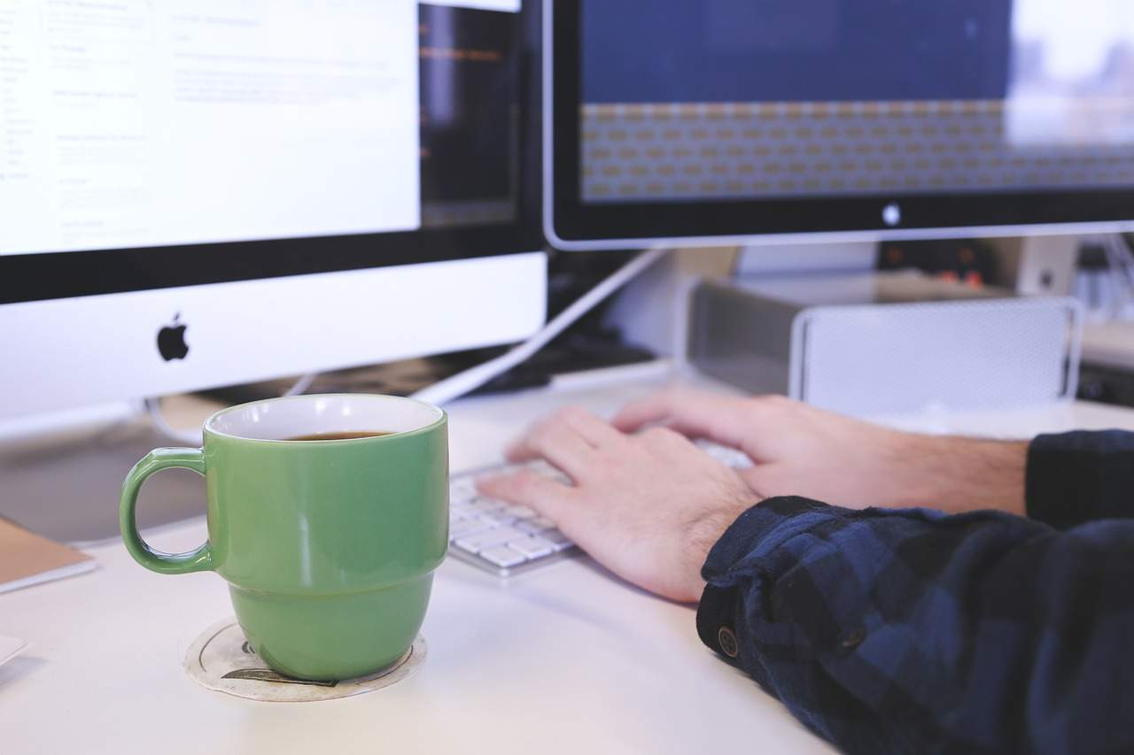 Writing a Website and Blog for Business Communication Image