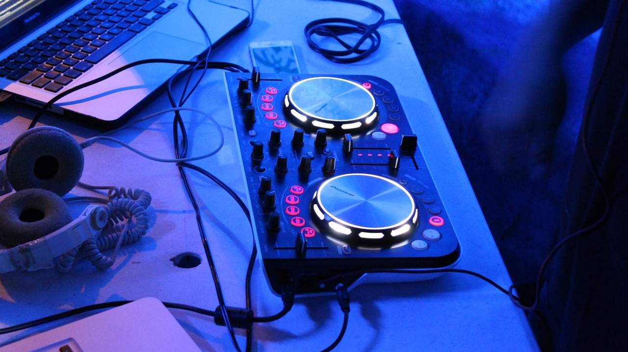 What are the Types of Wedding DJ Hire I Do Need Image
